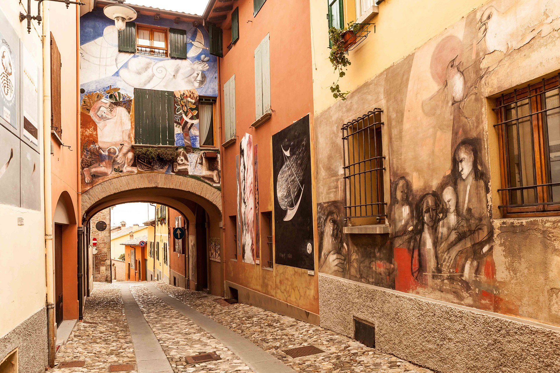 Dozza-Pitture Murali in un suggestivo Borgo Medievale ...
